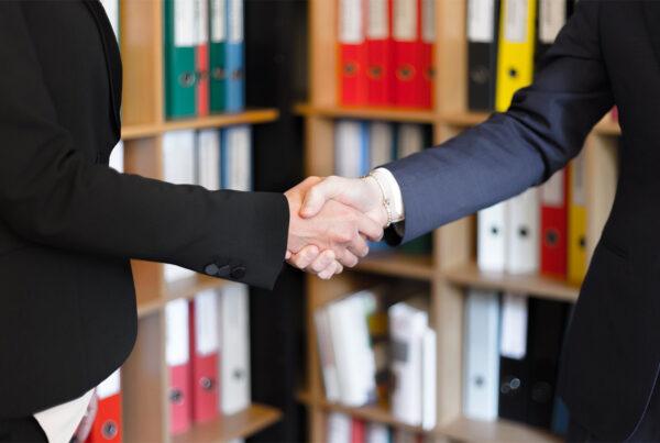 Confiança do empresário do comércio alcança maior patamar desde 2012